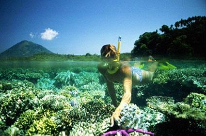 Ikon Kota Manado, yaitu Bunaken yang terkenal dengan Taman Lautnya